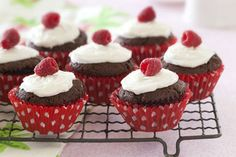 Chocolate raspberry cheesecake cupcakes