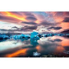 Fotografia espantosa de @alisonwrightphoto #Iceland #Jokulsarlon #Glacierlagoon #SkaftafellNationalPark #viagens #viajar