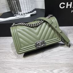 Chanel woman leboy chain flap bag V pattern original leather version