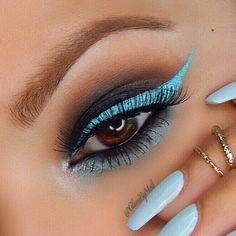charcoal grey / black smokey eye with light baby #blue winged #eyeliner, mirrored by the smokey lower lashline | colorful evening #makeup @glambymeli