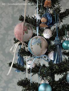 ボールオーナメント&クリスマスツリー・・・「Chez Mimosa シェ ミモザ」   ~Tassel&Fringe&Soft furnishingのある暮らし~   フランスやイタリアのタッセル・フリンジ・ファブリック・小家具などのソフトファニッシングで、  暮らしを彩りましょう。   http://passamaneriavermeer.blog80.fc2.com/