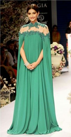 Sonam Kapoor closes IIJW 2015