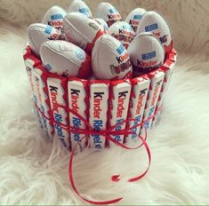 kinder, chocolate, and food image Sweets Christmas Gifts, Christmas Decorations To Make, Diy Birthday, Birthday Gifts, Pinterest Cake, Surprise Cake, Egg Cake, Chocolate Bouquet, Candy Bouquet