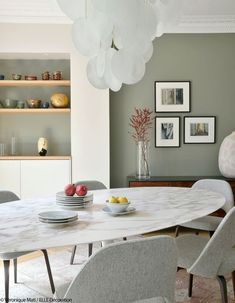 Un Duplex Design und Chaleureux Gesicht à la Tour Eiffel - Esszimmer Ideen Saarinen Tisch, Mesa Saarinen, Saarinen Table, Farmhouse Style Kitchen, Modern Farmhouse Kitchens, Elle Decor, Home Deco, Duplex Design, Dining Room Design