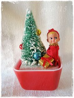 Vintage Decor Diy Vintage Finds, Mid Century and More at Evie's Haus: Christmas Crafting - Pyrex 501 Red Diorama Vintage Christmas Crafts, Retro Christmas Decorations, Primitive Christmas, Vintage Ornaments, Vintage Holiday, Christmas Projects, Christmas Home, Holiday Crafts, Christmas Ideas