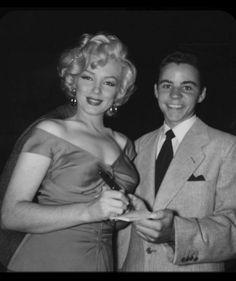 ♥ღ♥MARILYN MONROE♥ღ♥ Marilyn at a charity baseball match between Hollywood Stars and Baseball All-Stars, 17 March Joe Dimaggio, Marilyn Monroe Photos, Marylin Monroe, Hollywood Stars, Old Hollywood, Hollywood Actresses, Hollywood Glamour, Classic Hollywood, All Star