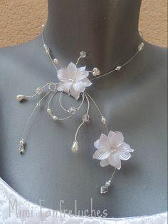 Collier de mariée Andy, un bijou de mariage romantique à souhait, orné de fleurs de satin et de cristal