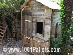 Pallet hut...I totally love recycling pallets!