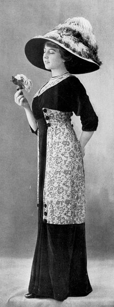 Afternoon dress by Rivain & Cie, Les Modes December 1910. Photo by Félix.