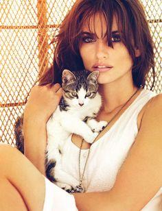 Penélope Cruz and her cat. | Social pet network: #CoolPetz www.coolpetz.com #cat and #dog #cute #animals