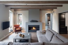 Best Traditional and Modern Fireplace Design Ideas Photos & Pictures Home Fireplace, Living Room With Fireplace, Fireplace Surrounds, Fireplace Design, Home Living Room, Living Room Decor, Concrete Fireplace, Style At Home, Family Room