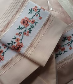 This Pin was discovered by Duy Sleeves Designs For Dresses, Dress Neck Designs, Sleeve Designs, Embroidery Stitches, Hand Embroidery, Embroidery Designs, Stylish Dresses For Girls, Dresses Kids Girl, Cushion Cover Designs