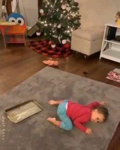 Cute Funny Baby Videos, Funny Baby Memes, Funny Memes Images, Cute Funny Babies, Funny Videos For Kids, Baby Humour, Cute Newborn Baby Boy, Disney Diy Crafts, Happy Gif