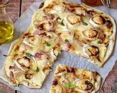 Tarte aux oignons nouveaux, jambon et fromage de chèvre : http://www.cuisineaz.com/recettes/tarte-aux-oignons-nouveaux-jambon-et-fromage-de-chevre-72971.aspx