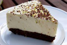 LCHF Cheesecake (glutenfri) (Lime Cheesecake with Chocolate Crust, In Norwegian, I think. Banting Desserts, Banting Recipes, Low Carb Desserts, Low Carb Recipes, Yummy Treats, Yummy Food, Low Carb Cheesecake, Lime Cheesecake, Norwegian Food