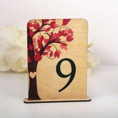 Drewniane numerki na stół weselny