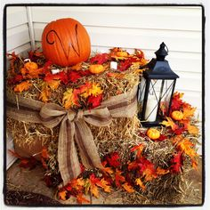 35 Beautiful DIY Fall Outdoor Decor Ideas You Will Like - doityourzelf Autumn Decorating, Porch Decorating, Decorating Ideas, Deco Champetre, Decoration Originale, Deco Floral, Fall Home Decor, Fall Decor For Porch, Fall Decor Outdoor