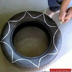 Diy Flower Shaped Planter From Old Tire : How to make a pot / planter. Diy Flower Shaped Planter From Old Tire - Step 2 Cool flower shaped planters made out of old tires will bring a new life to your garden. Flower Planters, Garden Planters, Flower Pots, Old Tire Planters, Garden Crafts, Garden Projects, Tire Craft, Tire Garden, Fleurs Diy