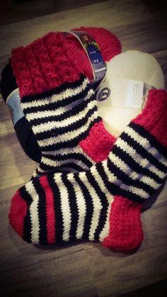 Tyssille raitulit toiveidensa mukaan Knit Socks, Knitting Socks, Diy Crochet, Mittens, Gloves, Footwear, Fashion, Fingerless Mitts, Moda