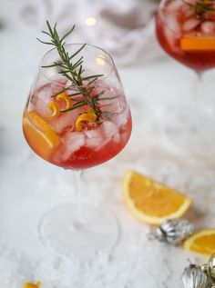 This winter aperol spritz cocktail is a seasonal spin on the classic aperol spritz! Festive cranberry and classic orange come together with prosecco and club soda to create a super light and refreshing cocktail for the holidays! Winter Cocktails, Prosecco Cocktails, Refreshing Cocktails, Christmas Cocktails, Holiday Cocktails, Yummy Drinks, New Years Cocktails, Martinis, Spritz Cocktail