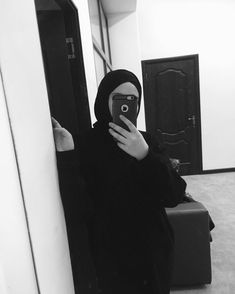Hijab Chic, Ootd Hijab, Hijab Outfit, Hijabi Girl, Girl Hijab, Cute Girl Photo, Girl Photo Poses, Muslim Girls, Muslim Couples