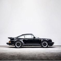 What's your one source of motivation and inspiration on that early Thursday morning? Photo by @weekend.heroes  www.tforevers.com • #porsche #design #inspriation #classics #911 #911turbo