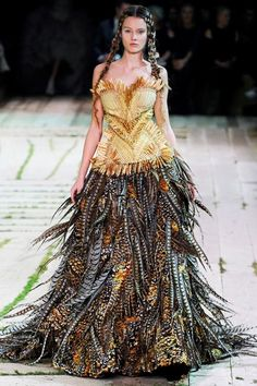 Alexander-McQueen-is-clearly-the-best-choice-for-unique-dress.jpg (500×750)