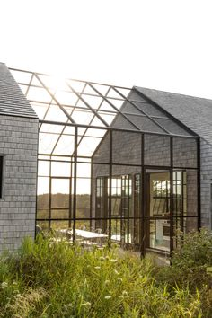 Glass Building, Building A House, Modern Barn, Modern Farmhouse, Modern Exterior, Exterior Design, New England Cottage, Shed Homes, Glass House