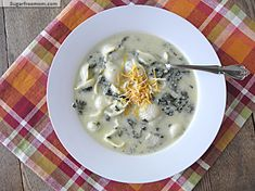 Healthier Mac-N-Cheese Soup with Spinach