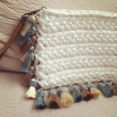 Marvelous Crochet A Shell Stitch Purse Bag Ideas. Wonderful Crochet A Shell Stitch Purse Bag Ideas. Crochet Pouch, Crochet Bags, Crochet Handbags, Crochet Purses, Crochet Home, Knit Crochet, Purse Patterns, Crochet Patterns, Crochet Shell Stitch