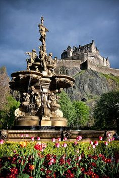 the queen street fountain with #Edinburgh Castle in the background