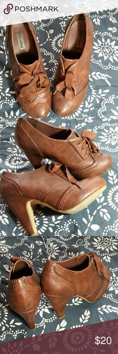 """Brown Wingtip Oxford Pumps These adorable oxfords feature wingtip detailing and wide ribbon-like lacings. There is a subtle texture to the pleather that really just sets them off. 4"""" heel with a 1/2"""" hidden platform. Great condition, though the inside and the soles show some wear. These are a re-posh, as they seem to run slightly large (I am a 7-7.5) and would better fit a 7.5 to 8 in my opinion. My loss, your gain! Not Rated Shoes Ankle Boots & Booties"""