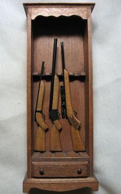 Miniature DOLLHOUSE FURNITURE SIR THOMAS THUMB GUN CABINET & 3 RIFLES GUNS