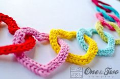 garland of colourful hearts - Allcrochetpatterns.net