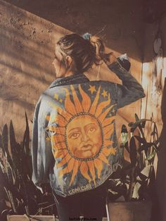 Painted denim jacket Le Soleil The Sun artist Coni Curi 2019 Painted denim .Painted denim jacket Le Soleil The Sun artist Coni Curi 2019 Painted denim jacket Le Soleil The Sun artist Coni Curi The post Painted denim jacket Le So Painted Denim Jacket, Painted Jeans, Painted Clothes, Denim Paint, Diy Clothing, Custom Clothes, Denim Kunst, Mode Hippie, Diy Vetement