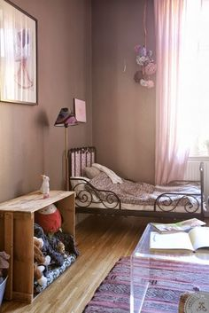 Kinderkamer - meisjeskamer. Voor meer kinderkamer inspiratie kijk ook eens op http://www.wonenonline.nl/slaapkamers/kinderkamer/