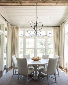 The natural light, the raw reclaimed wood, linen drapes and the inspiration of marsh grass custom designed light makes this a true low country dining room! All things good I must say @kelliboydphotography @montagepalmettobluff @palmettobluff @bungalowclassic @fabricut #gargis #richardbestcustomhomes #bungalowclassic #lowcountryoriginalslighting #fabricut #palmettobluff