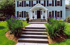 Front yard landscape flower design