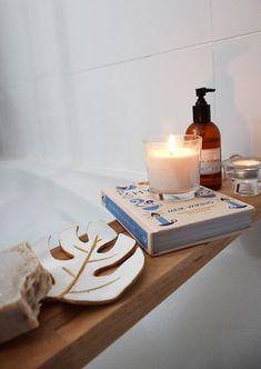 Bath Caddy, Naruto, Home Decor, Painted Walls, Painting Bathroom Walls, Elegant Bathroom Decor, Bath, Decoration Home, Room Decor