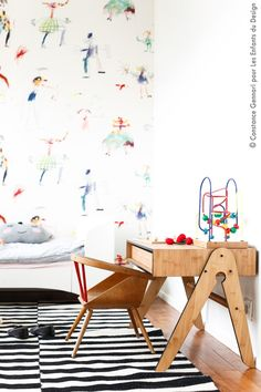 perfect little one's desk, Pierre Frey wallpaper (This is the time I've pinned a different pic of this same nursery. It's the most beautifullay decorated and perfectly furnished kid's room I've seen yet. Decoration Bedroom, Room Decor, Nursery Decor, Deco Kids, Kid Desk, Kids Bedroom, Kids Rooms, Lego Bedroom, Boy Rooms