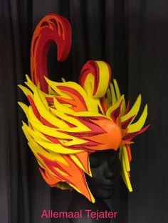 Firebird van Allemaal Tejater Fire Costume, Costume Wigs, Crazy Hat Day, Crazy Hats, Carnival Headdress, Foam Wigs, 7th Grade Art, Wig Hat, Cosplay