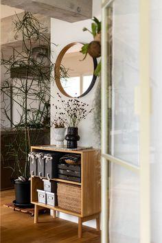 #hay #TEORI #ミラー #丸い鏡 #シンプル Ladder Decor, Home Decor, Decoration Home, Room Decor, Home Interior Design, Home Decoration, Interior Design