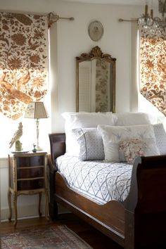 20 Inspiration With Curtain Country Bedroom shabby chic decor, bedroom country, vintage country bedroom, country home bedroom, country bedrooms ideas farmhouse decor country Cozy Bedroom, Master Bedroom, Bedroom Decor, Bedroom Ideas, Bedroom Furniture, Pretty Bedroom, Design Bedroom, 70s Bedroom, Dark Furniture