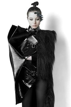Experimental Fashion Design with geometric folds & contrasting textures… Dark Fashion, Fashion Art, Editorial Fashion, High Fashion, Womens Fashion, Fashion Design, Female Fashion, Design Textile, Podium