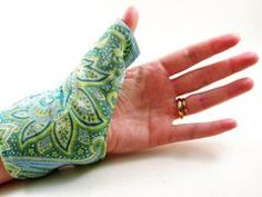 Thumb Wrap Hot or Cold for Carpal Tunnel, Tendonitis, Arthritis.  7 fabric choices.  Great for knitters/crocheters too.  Giveaway and Coupon code for August at end of post:  http://uknit2.com/2012/08/20/hotcoldcomfort-review-and-giveaway/