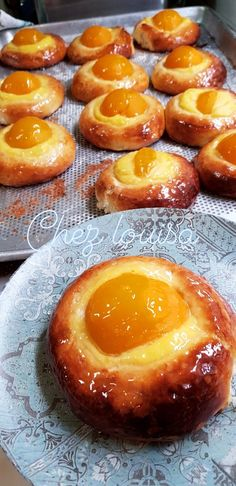 Brioches with pastry cream – Wheat … - Top Of The World Croissants, Chocolate Fruit Cake, Quick Cake, Cake Recipes From Scratch, Homemade Cake Recipes, Sweets Cake, Cake Toppings, Food Dishes, Sweet Recipes
