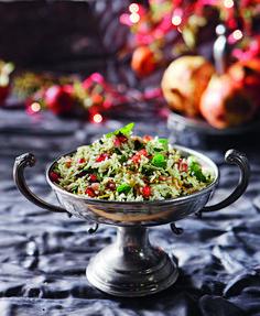 arwmatiko pilafi me rodi safran kai ksirous karpous exo Decorative Bowls, Wedding Cakes, Recipies, Rice, Cooking Recipes, Buffet Ideas, Christmas, Food, Vases