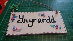 Welsh 'In the garden' sign