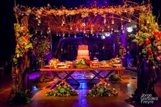 Having a stunning piece like this one to welcome all your guests to your wedding will definitely delight all of them. Wedding Planning Merida, Yucatan, Mexico    #boda #mexico #yucatan #merida #bodamexico #bodayucatan #bodamerida #weddingplanning #bodasdestino #destinationwedding #dwp #charmingstudio