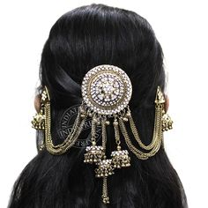 Best hair accessories for brides you can use in weddings. Look fabulous and charming with these bridal hair accessories. South Indian Wedding Hairstyles, Prom Hairstyles For Long Hair, Different Hairstyles, Bride Hairstyles, Messy Hairstyles, Trending Hairstyles, Party Hairstyles, Clip Hairstyles, Headband Hairstyles